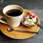 パスリ - セットのコーヒーにはデザートまでサービスありました。