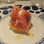 リストランテ テルツィーナ - 料理写真:水牛のモッツアレラと白桃、生ハム