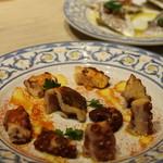 スペイン料理&ワイン パエリア専門店 ミゲルフアニ - タコのガリシア風 一押しなんだそう 桜煮くらいの柔らかさ