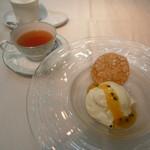 53061450 - 紅茶とデザート