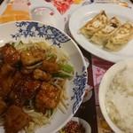 バーミヤン - 料理写真:肉厚トンテキのもやしてんこと餃子・ごはんせっと 税込1,080円