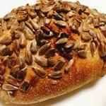 パン トコリ - ひまわりの種がぎっしりです  (390円)