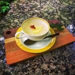 薬膳茶ソイビーンフラワー atきらら - 白キクラゲのデザート(ホット)