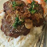 サイゴン - 豚肉の焼いたやつご飯@900円  シーズニングにまみれた豚肉が香ばしくローストされご飯の上に!美味し!