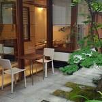 俵屋吉富 - どうです。素敵な空間でしょう!!