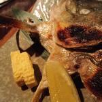 酒肴人 三昧人 - シマアジカマ塩焼き 690円