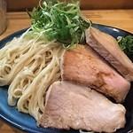 53095623 - 夏場の人気メニュー「盛り」アップ。麺のボリュームが凄いです。