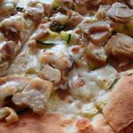 ナポリピッツァ TASUKU - ツナとコーン信州産きのこのクリームピザ