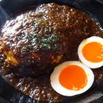 オニオン座 - 「特製チキンカレー」と「半熟酢たまご」