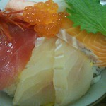 市場の食堂 - 新鮮な海鮮がドドンと!鯛・サーモン・イカ・イクラ・海老・カニ・マグロ等々