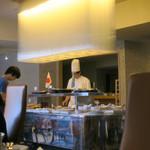 レストラン ストックホルム - 私のテーブルから見えるシェフ