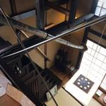 53132751 - 急な階段を上って2Fへ。