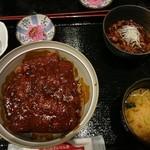 名古屋名物 名古屋丸八食堂 - みそかつ丼単品にどて煮