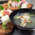 鯛納屋 - 定食には鯛のうしお汁が付きます。これが美味い!