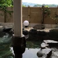 鯛納屋 - 温泉直送の露天風呂が500円で入浴可能です。