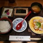 八代目儀兵衛 - 京地鶏のあんかけ親子丼(1410円)