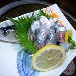 もつ焼 稲垣 - 秋刀魚の刺身、旬だねぇ♪