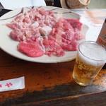 53150166 - お肉は、これで4人前。