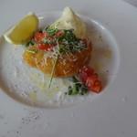 OPIUM - お任せランチコースの本日のメイン料理 仔牛肉のカツレツ ルッコラとレモン添え