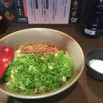 山椒家 - 激辛味(黒) 大盛り、ネギ増し、温泉卵(980円)