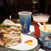 ニューヨーク・デリ - 料理写真:マイルハイ・デリ・サンドのセット