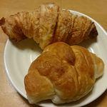 53171850 - 朝食用盛り合わせ:クロワッサンと塩パン【H28.6.21】