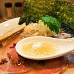 燃えよ 麺助 - 特製金色貝そば(スープ)
