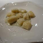 ビステッケリア エノテカ イル モーロ - 4種類のチーズクリームのニョッキ
