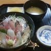 食処 とく - 料理写真:海鮮丼ランチ 600円(消費税8%込)