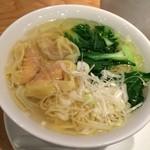 鼎泰豊 - 海老と豚肉入りワンタン湯麺