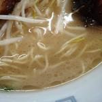 九州ラーメン 太陽 - スープの表情 いい感じなのに薄い