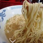 九州ラーメン 太陽 - 麺はこんな感じ 細麺が麺カタで美味しい