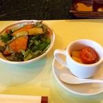 食房エスト - サラダと冷たいトマトのジュレ