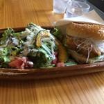 サンバーガー - 料理写真:白味噌チーズバーガー+サラダ