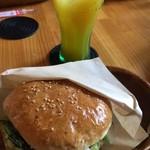 サンバーガー - 料理写真:ハンバーガーとマンゴージュース♡