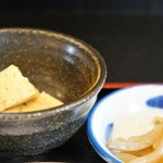 中華酒膳 聖龍 - 小鉢は玉子焼き、ザーサイも付きます(2016.7.7)