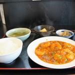 中華酒膳 聖龍 - エビチリ定食1260円です(2016.7.7)
