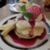 トタンコットンカフェ - 料理写真:ブルーベリーフロマージュパンケーキ