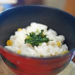 板蕎麦 香り家 - 炊き込みご飯(ランチ無料サービス)