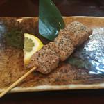 弥太郎 - 鮪の頭肉串焼き 200円 焼き加減、塩加減ともに絶品です。