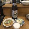 立飲み たきおか - 料理写真:大瓶ビール¥410、煮込み¥160、冷奴¥160。 ちょい呑みなら、この¥730でも十分かも。