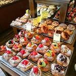 平野パン - 店内のパン