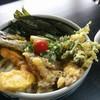 本場讃岐うどん むら泉 - 料理写真:野菜天おろしうどん(830円)
