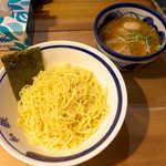 53326324 - 和鉄つけそば(¥880)。味の染み込んだチャーシューがたっぷり入っているのは嬉しい