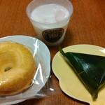 松月堂 わびすけ - 料理写真:右から時計回りで 麩まんじゅう、生ドーナツ、牛乳かん