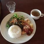 ロジェ カフェ - メカジキのピカタランチ950円