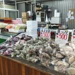柿崎商店 海鮮工房 - 貝の種類も豊富です。
