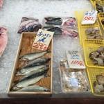 柿崎商店 海鮮工房 - 鮎は大きく。