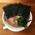 つばさ家 - ラーメン670円麺硬め。海苔増し80円。