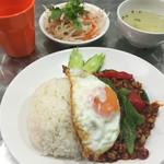 アジアン食堂 Pakchee - 鶏挽肉のガパオ炒め(800円)